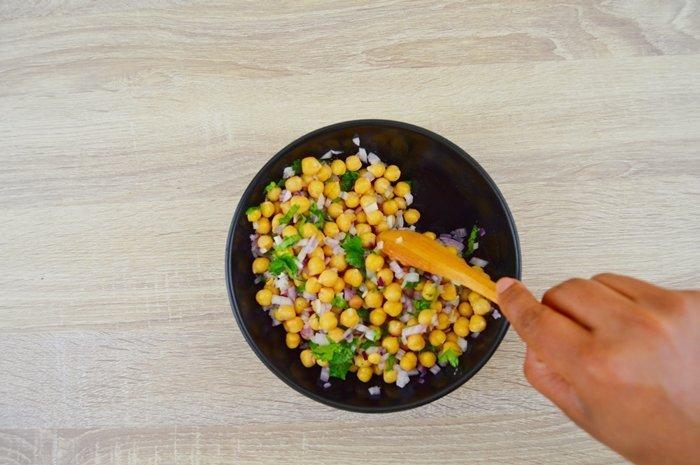 making chana salad