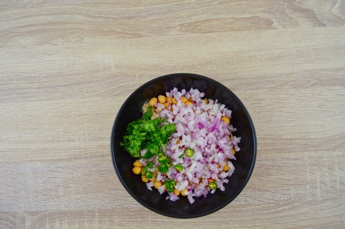 chickpea salad ingredients in a black bowl