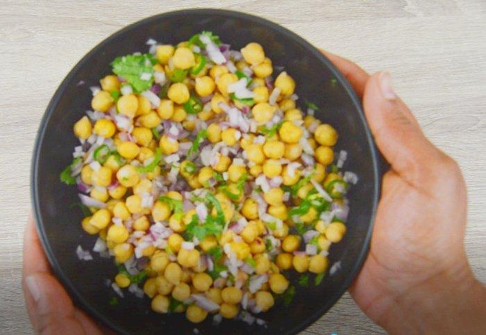 chickpea salad in black bowl